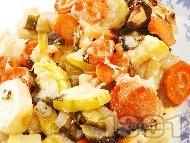 Задушени зеленчуци - тиквички, картофи, моркови и зеле с кашкавал, масло, копър и чесън в тава на фурна